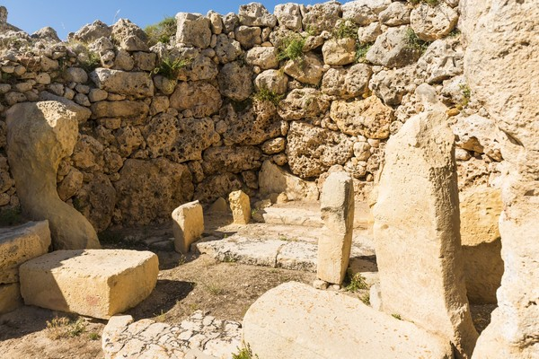 Kuil Ggantija terdiri dari dua kuil yang besar dan membentuk komplek yang luas. (iStock)