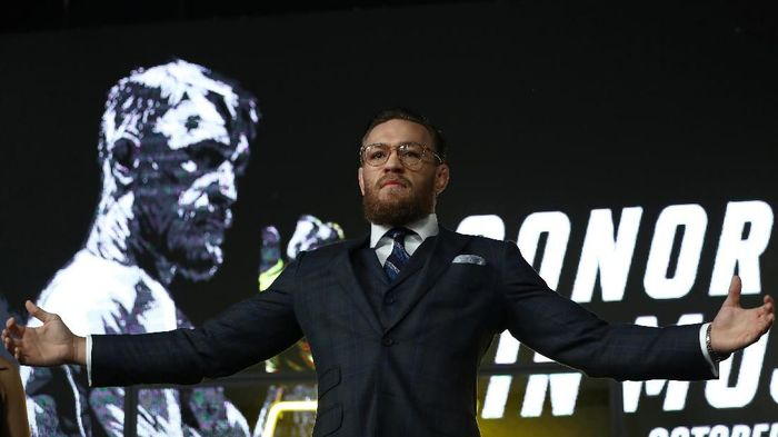 Mixed martial arts (MMA) fighter Conor McGregor poses during a news conference in Moscow, Russia, October 24, 2019.  REUTERS/Evgenia Novozhenina