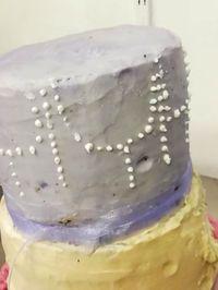 Pesan Kue Pengantin Tabur Mutiara, Dapat Kue Miring Disangga Stik Kebab