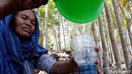 Potret Warga Gunungkidul Cari Air Bersih dari Bocoran Pipa