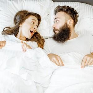 4 Posisi Bercinta yang Bisa Dicoba Saat Sedang Malas