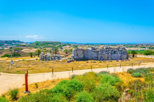 Ggantija merupakan nama kuil di negara kecil Malta, Eropa. Kuil yang disebut-sebut lebih tua dari piramida di Mesir ini, diyakini pernah digunakan untuk memuja raksasa! (iStock)