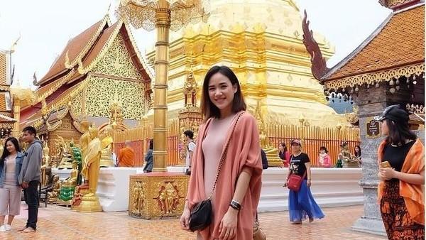 Tak lupa Nat memamerkan keindahan budaya negerinya sendiri, Thailand (Instagram/@nitchaon)