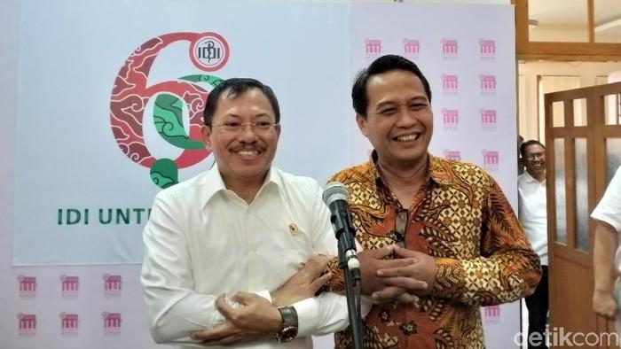 Dulu pernah berseteru, Menkes Terawan bersama Ketua IDI dr Daeng tunjukkan kekompakan. (Foto: Khadijah Nur Azizah/detikHealth)