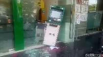 Nyaris Digondol Maling, ATM di Semarang Nyangkut di Pintu Bilik