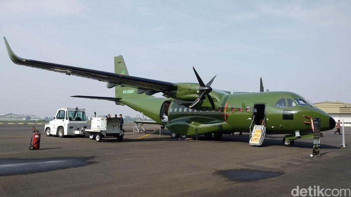 Pesawat CN235-220 dikirim ke Khatmandu dengan cara diterangkan langsung oleh Kapten Esther Gayatri Saleh sebagai Test Pilot In Command dan Flight Instructor (acting as Chief of The Mission) dan Kapten Ervan Gustanto sebagai copilot.
