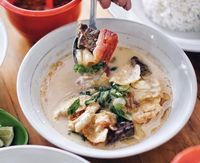 Sop Sumsum dan Nasi Kulit yang Nikmatnya Bikin Laper