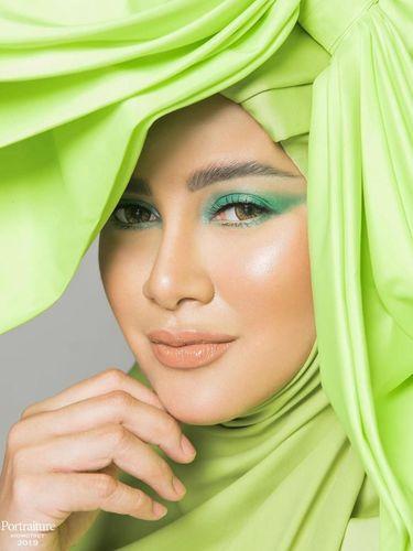 Olla Ramlan Pakai Hijab dan Pita Serba Hijau, Netizen: Mirip Pohon Pisang