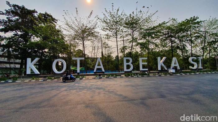 Landmark Kota Bekasi dicat ulang.