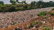 Keluhkan Tumpukan Sampah Kali Jambe Bekasi, Warga: Baunya Bikin Sesak Napas
