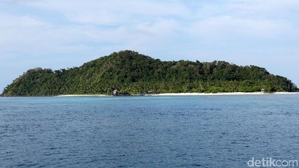 Pulau Senoa di Natuna kerap dikatakan hamil, karena bentuk dan postur pulau yang hjika dilihat dari jauh seperti orang mengandung. (Agung Pambudhy/detikcom)