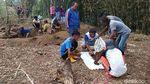 Tanah di Garut Retak, Puluhan Jenazah Dipindahkan
