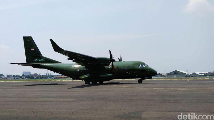 Pengiriman satu unit pesawat CN235-220 dilakukan dari Hanggar Fixed Wing PT DI, Kota Bandung, Selasa (30/10/2019).