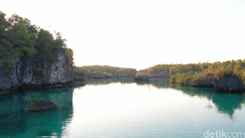 Raja Ampat mungkin menjadi primadona wisata Indonesia yang sering disebut sebagai surga. Tapi, Raja Ampat bukan satu-satunya surga di Indonesiadan inilah pesona Pulau Bair (Foto: Didik Dwi Haryanto/detikcom)