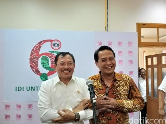 Menkes Terawan menemui Ketua Umum PB IDI dr Daeng M Faqih di kantor IDI, Rabu (30/10/2019). Keduanya membahas permasalahan kesehatan. (Foto: Khadijah/detikHealth)