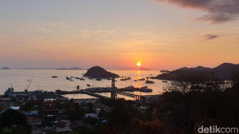 Sunset dari Puncak Waringin, Labuan Bajo (Foto: Ahmad Masaul Khoiri/detikcom)