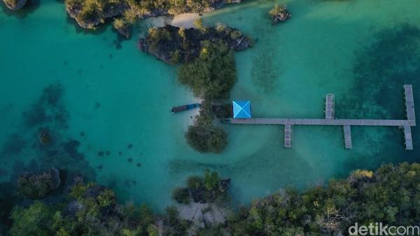 Pulau Bair merupakan sebuah pulau kecil di Provinsi Maluku Tenggara. Kemahsyurannya mungkin jauh di bawah Raja Ampat, tetapi kemolekannya tidak kalah dengan primadona itu (Foto: Didik Dwi Haryanto/detikcom)