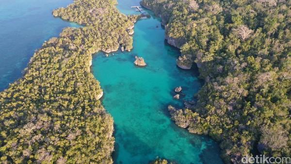 Jika membawa alat snorkelling, bisa terlihat terumbu karang dan ikan-ikan kecil yang berenang di sana (Foto: Didik Dwi Haryanto/detikcom)