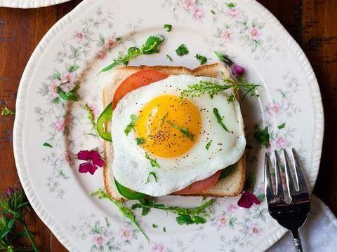 Telur, menu makanan sehat untuk sarapan.