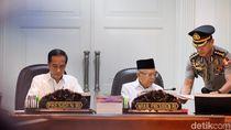 Rapat Terbatas Perdana, Jokowi Bahas Ekonomi-Omnibus Law
