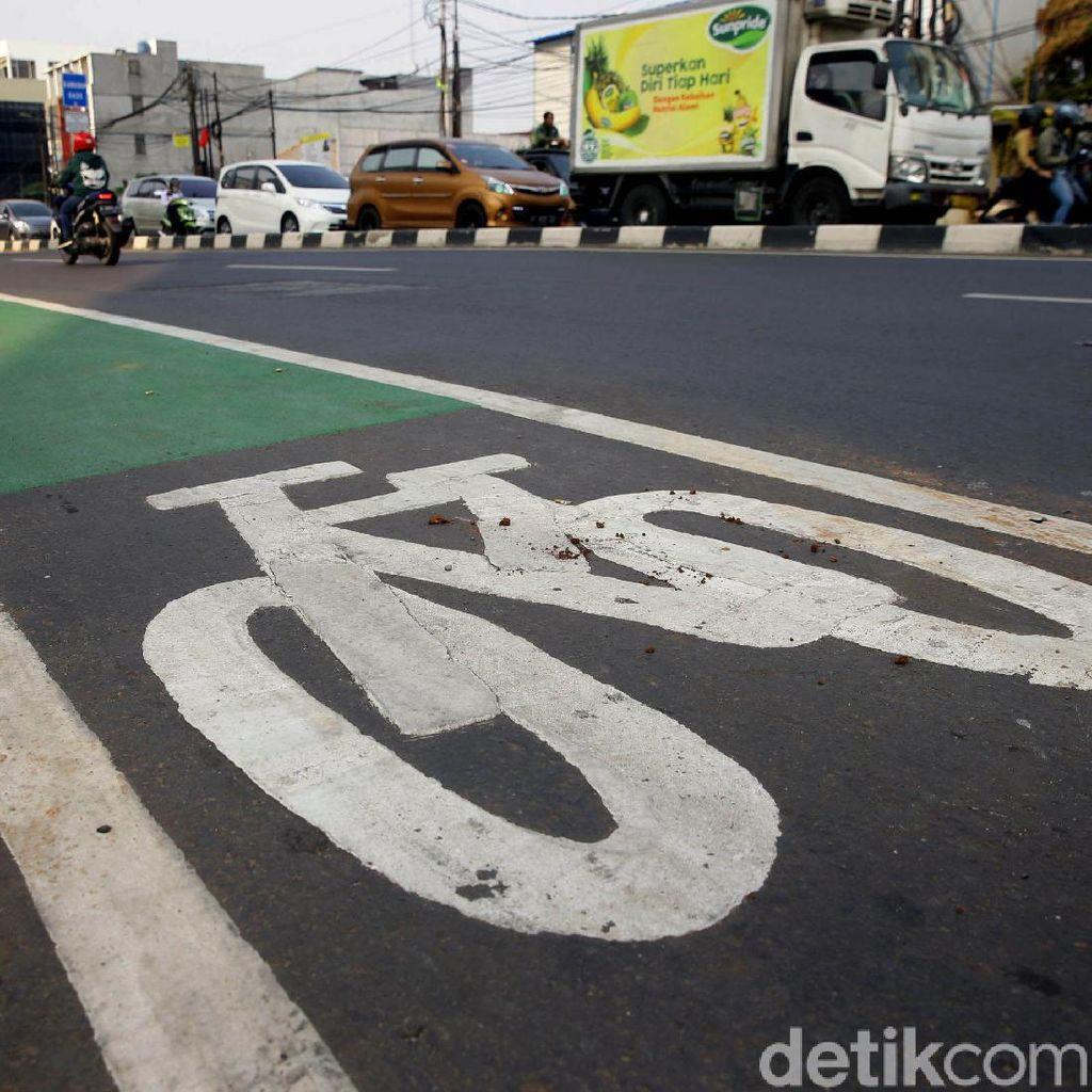 Penerapan Denda Motor-Mobil Masuk Jalur Sepeda Tunggu Pergub Diundangkan