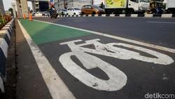 Awas! Pemotor-Pemobil Masuk Jalur Sepeda Kena Denda Rp 500 Ribu