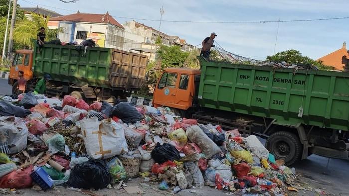 Foto: Foto: pengangkutan sampah di Denpasar (dok. Humas Pemkot Denpasar)