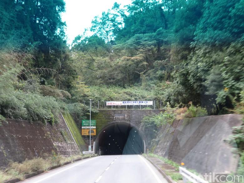 Terowongan menembus gunung di Jepang. Foto: Rangga Rahadiansyah