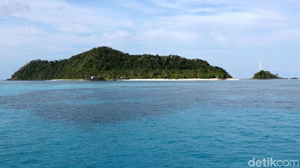 Menjelajah Pulau Senoa yang Memesona