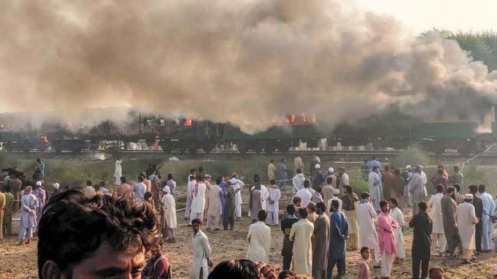 Kompor Gas Meledak, Kebakaran Melanda Gerbong Kereta Api Ini