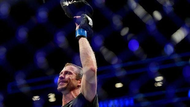 GSP Bongkar Cara Kalahkan McGregor di UFC