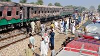 Begini suasana terkini TKP gerbong kereta yang terbakar hebat di Pakistan.
