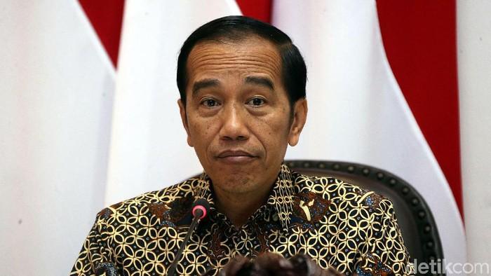 Menhan Prabowo Subianto dan para menteri lain di Kabinet Indonesia Maju hadiri rapat terbatas yang digelar Jokowi. Ada sejumlah hal yang dibahas di ratas itu.