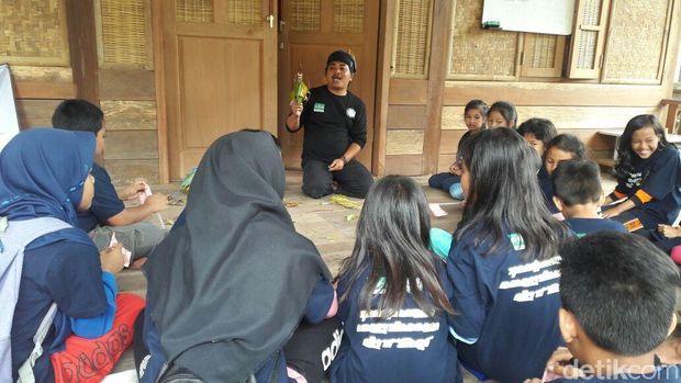 Menghargai Kearifan Lokal Cimahi di Kampung Adat Cireundeu