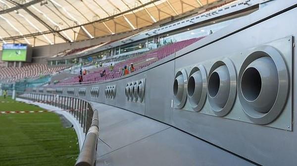 Selain di luar ruangan, AC berukuran jumbo juga dipasang di stadion-stadion sepak bola, mengingat Qatar jadi Tuan Rumah Piala Dunia 2022 (dok. The Peninsula)