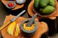 Cara membuat sambal mangga.