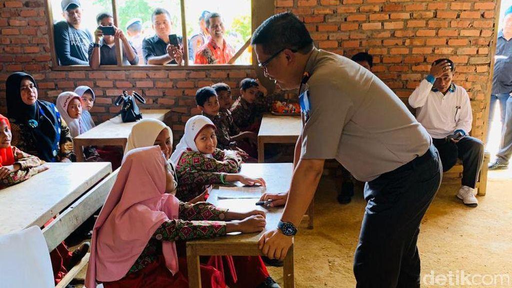 Ke SD Marjinal di Kampar, Kapolda Riau Ingin Wujudkan Manusia Unggul