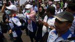 Aksi Buruh Kepung Kemnaker Minta Naik Gaji