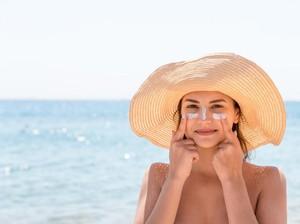 5 Manfaat Sunscreen yang Perlu Diketahui, Salah Satunya Mencegah Kanker