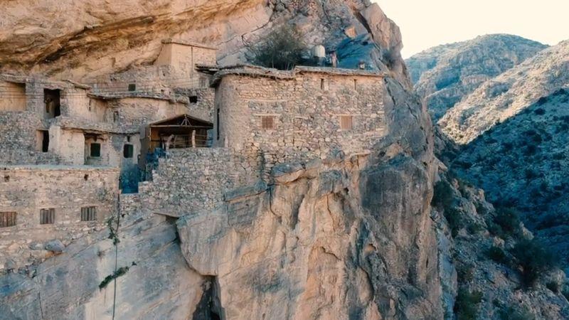 Pegunungan Jabal al Akhdar di Oman punya sebuah pemukiman kecil yang tersembunyi. Desa ini bernama Al Sogara dan berada sekitar 2 jam dari Kota Muscat (BBC)