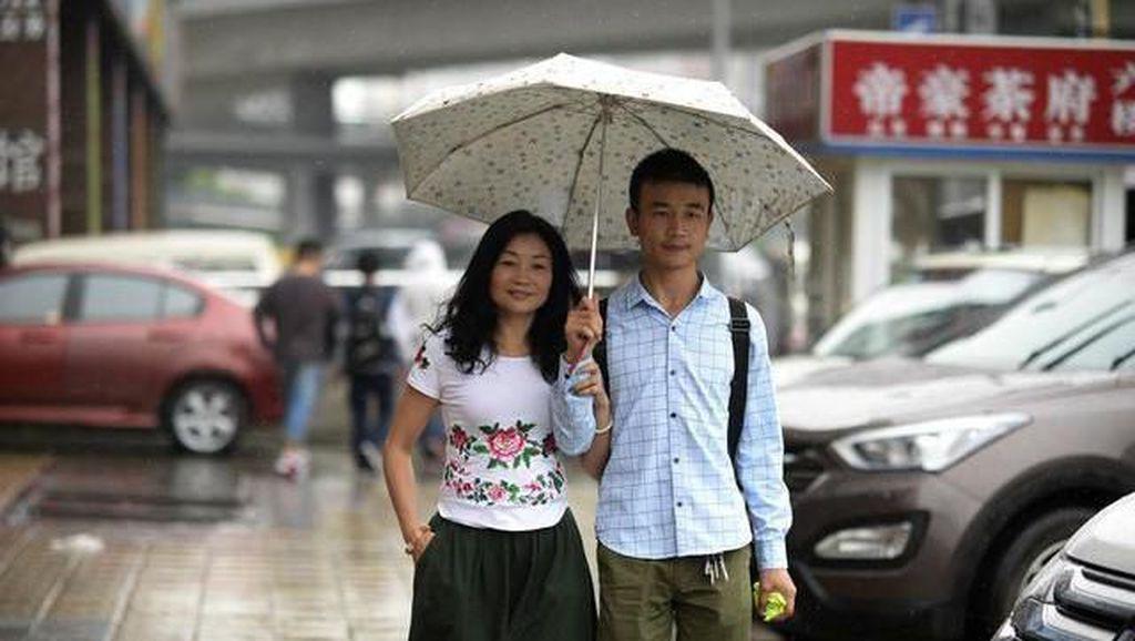 Wanita Dinikahi Pria 23 Tahun Lebih Muda, Kisah Cintanya Mirip Drama Korea