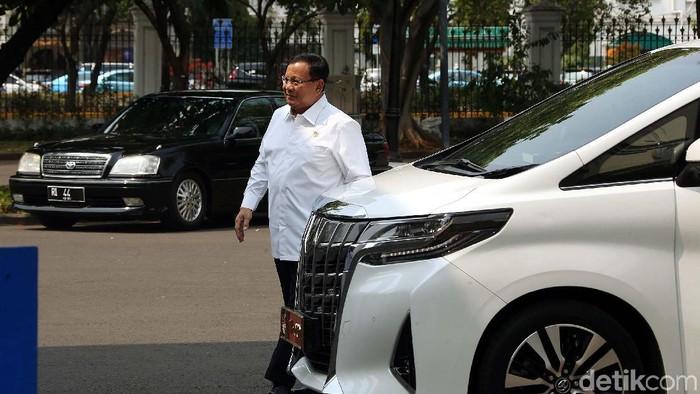 Menhan Prabowo Subianto dengan mobil pribadinya (Rengga Sancaya/detikcom)