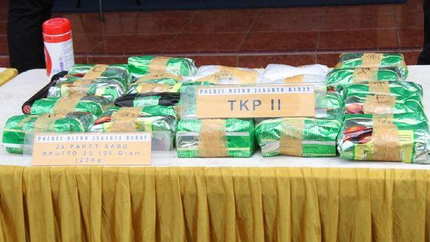 Polisi menemukan 23,6 Kg sabu dan 1.900 butir pil Happy Five (H5).