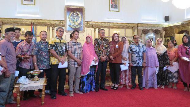 Gubernur Sulsel Beri Bantuan Biaya Pembangunan ke Korban Kebakaran Makassar