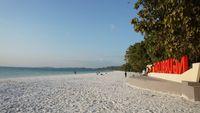 Pasir Terhalus Sedunia Ada di Maluku Tenggara