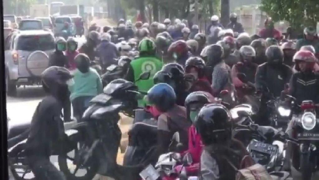 Pemotor Kangkangi Pembatas Busway Kurang Edukasi