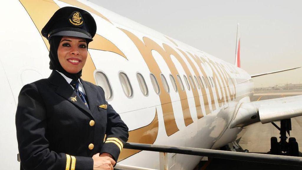 Kisah Perjuangan Pramugari yang Jadi Pilot Wanita Pertama di UEA