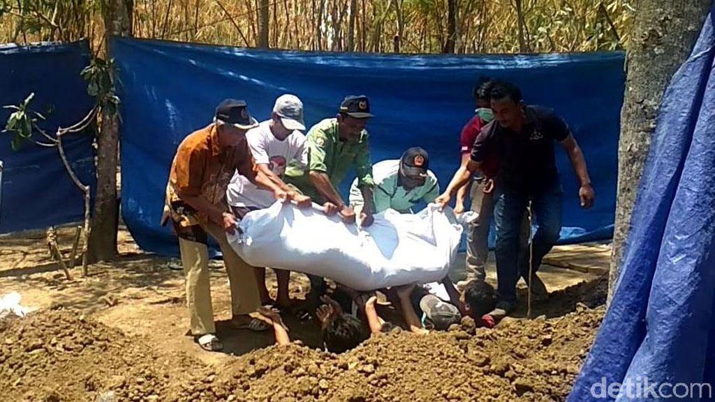 Makam Pria yang Dibunuh dan Dicor Anaknya di Tegal Dibongkar Polisi