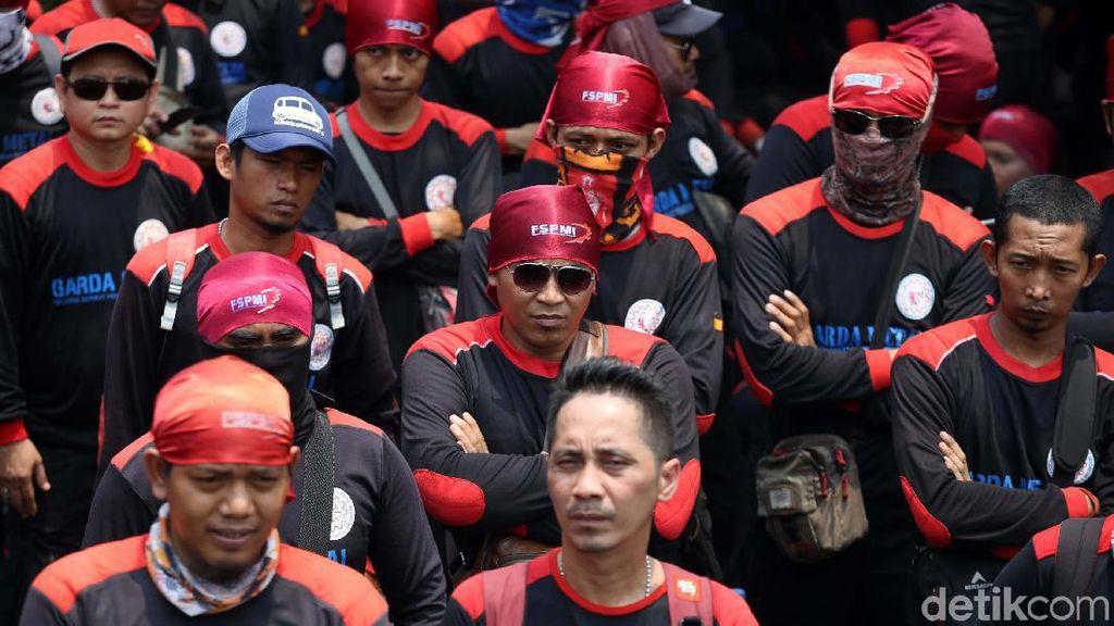 Demo Dari Pagi, Buruh Kecewa Tak Bisa Ketemu Ibu Menteri