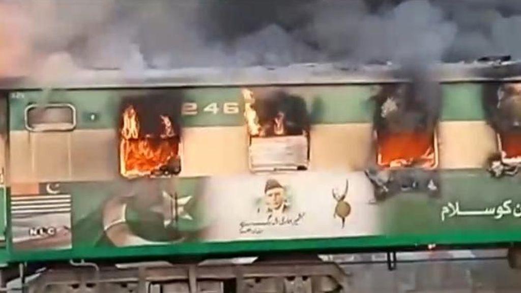 Korban Tewas Kebakaran Dahsyat Kereta Api Pakistan Jadi 65 Orang